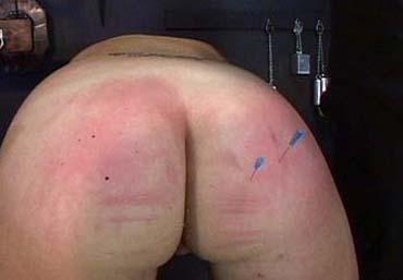 Bild klicken für mehr Nailing Torture Bdsm