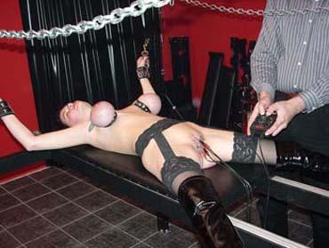 Bild klicken für mehr Sklavin Zofe