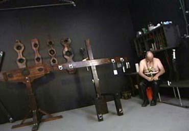 Bild klicken für mehr Sklave Sucht Herrin