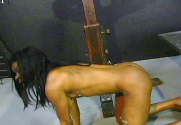 Bild klicken für mehr Slave Torture Female