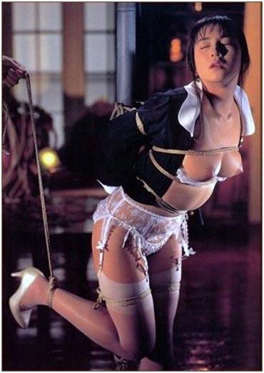 Bild klicken für mehr Woman In Bondage